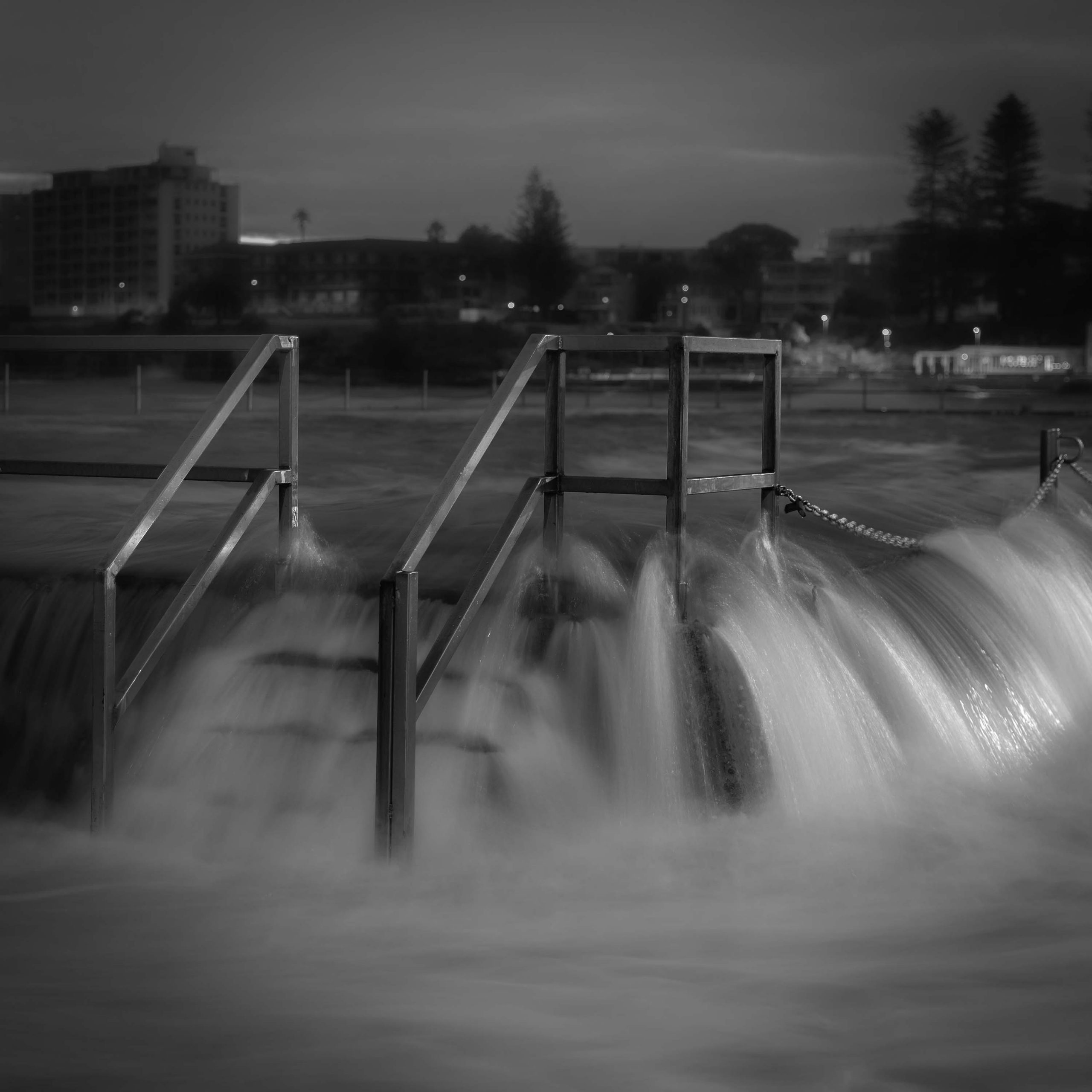 Cronulla-splash-blackwhite.jpg